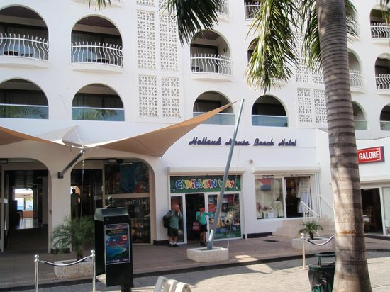 Holland House Beach Hotel : Hotel Front