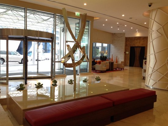 Crowne Plaza Doha - The Business Park: Main entrance