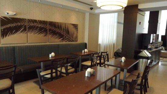 Comfort Suites Miami Airport North: dining area