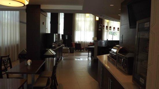 Comfort Suites Miami Airport North : dining area