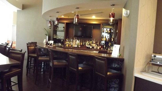 Comfort Suites Miami Airport North : Bar area