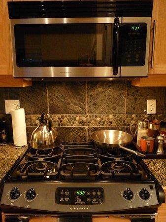 Cox Bay Beach Resort: kitchen set up