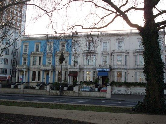 Her Majesty Hotel: Dec. 2013