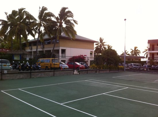 The Edgewater Resort & Spa: Tennis courts