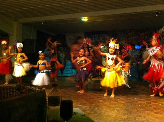 The Edgewater Resort & Spa: Cultural show, cute kids, talented dancers and performers.