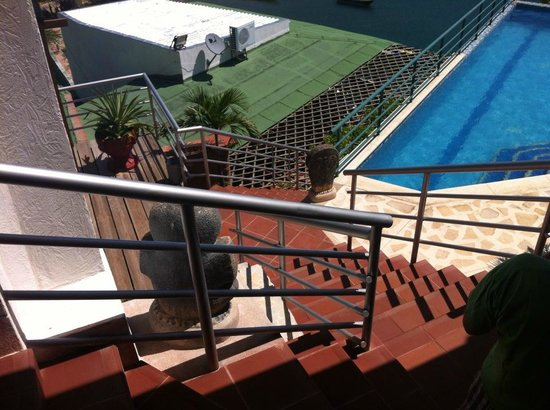 Hotel Bahia Taganga: view from atop the stairs to the pool