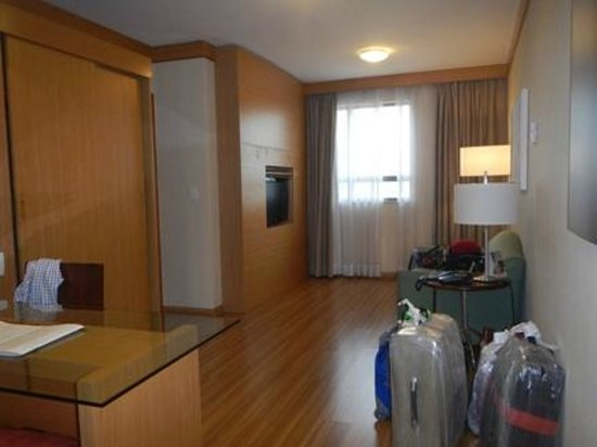 Melia Brasil 21 : Sala de recepcion que divide la habitacion