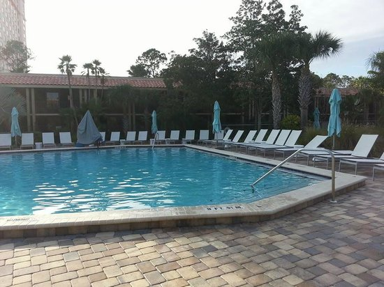 Doubletree by Hilton Orlando at SeaWorld: Heated pool area