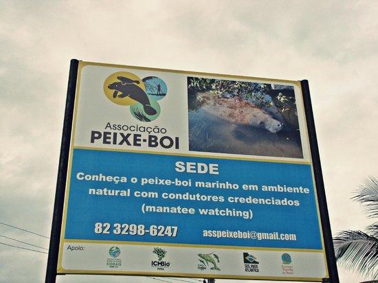 Associação Peixe-Boi: Placa na entrada da sede