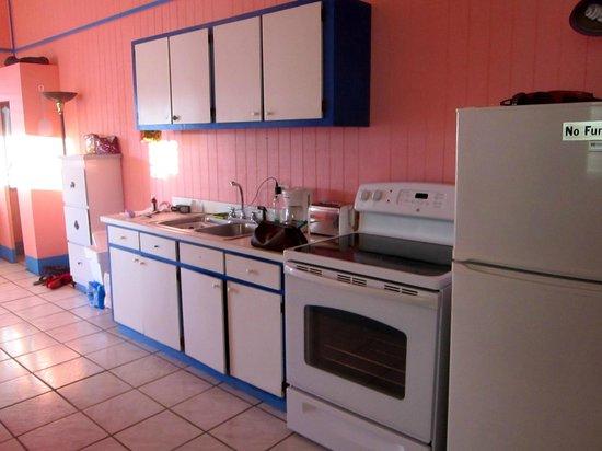 Villa Fulladoza Guest House: Full kitchen