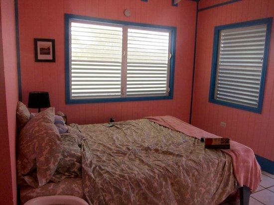 Villa Fulladoza Guest House: Queen size bed