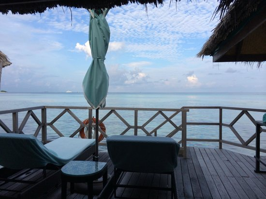 Four Seasons Resort Maldives at Kuda Huraa: View from the terrace of our overwater villa