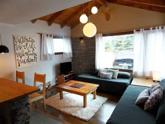 "Kurtem Lodge: Living de la cabaña "" La liebre """