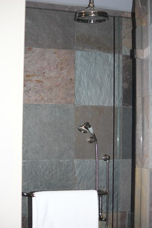 Heritage House Resort: Shower