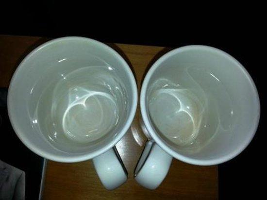 Radisson Blu Hotel, Manchester Airport: Stained mugs