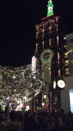 The Americana at Brand : Navidad donde sea