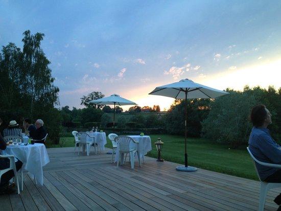 Château Sainte Sabine: Dining on the terrace