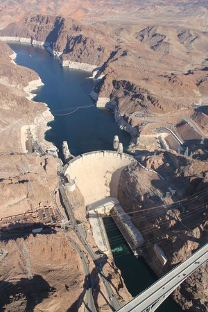 Grand Canyon Tours: Flying over the Hover Dame / Your able to get great photos