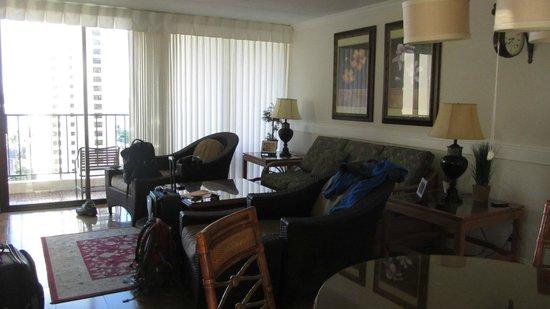 Waikiki Banyan : Living Area