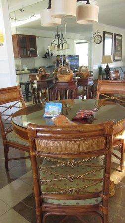 Waikiki Banyan : Dining Area