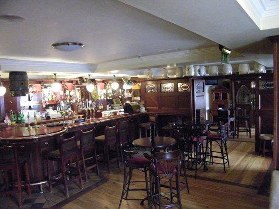 Isaac's Well: Bar