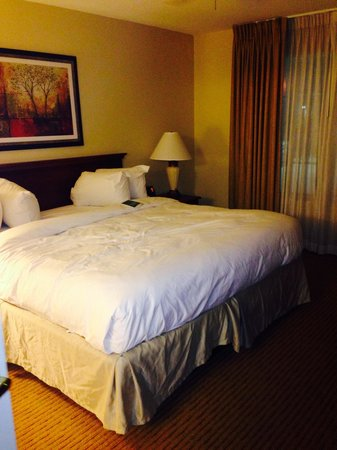 Homewood Suites Newark-Cranford : Nice comfy bed