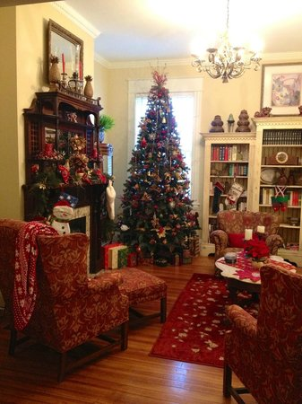 Asheville Seasons Bed and Breakfast: Decorated for Christmas
