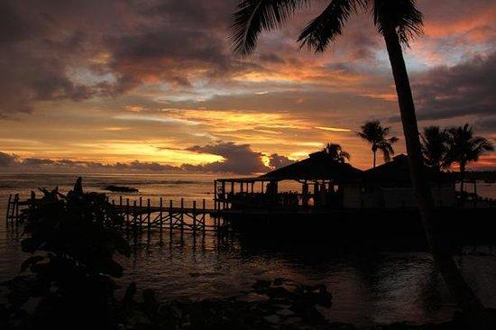 Sinalei Reef Resort & Spa: Sunset at the lower restaurant