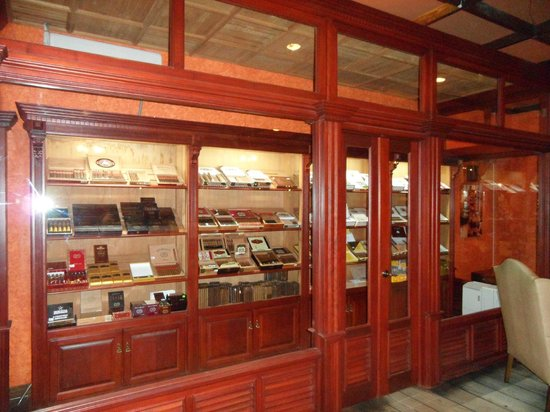 Iberostar Dominicana Hotel : Cigar store