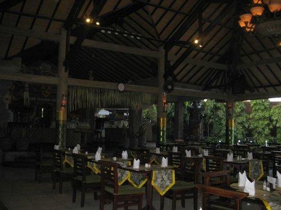 Adi Dharma Hotel: Restaurant