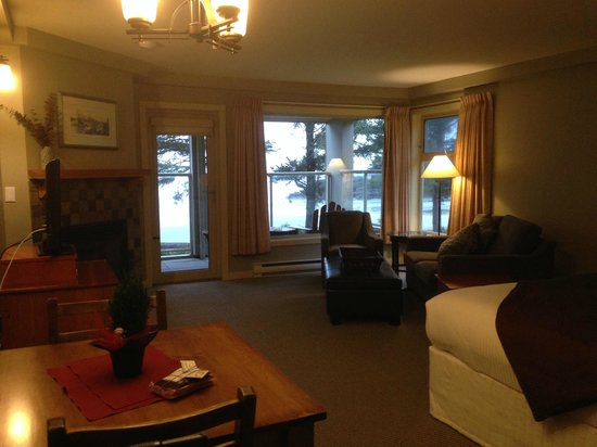 Pacific Sands Beach Resort: A general view of the room from the doorway