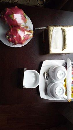 Hanoi Serene Hotel: Complimentary dragonfruit!