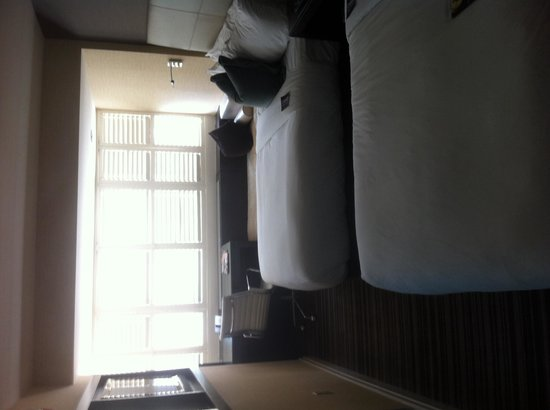 The Dupont Circle: Room