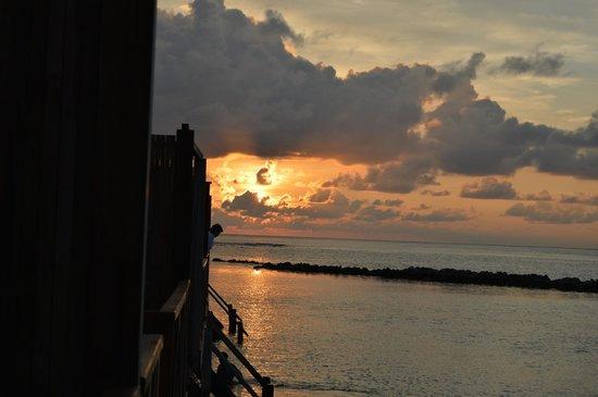 Vivanta by Taj Coral Reef Maldives: Sun set from villa