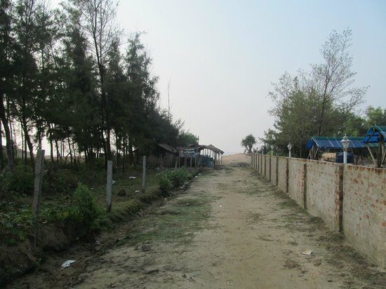Tajpur Palm Village Resort: view from the gate