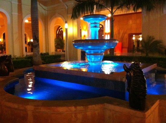 Hotel Riu Guanacaste: Lights at night