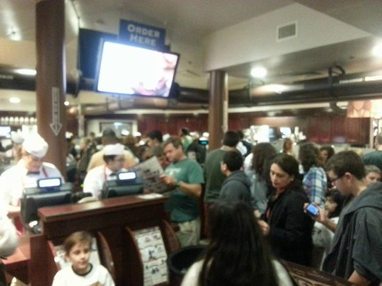 Ghirardelli Soda Fountain & Chocolate Shop: Compared to previous visits, not so busy night as there was walking space