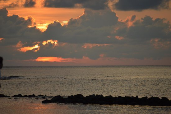 Vivanta by Taj Coral Reef Maldives: Sunset