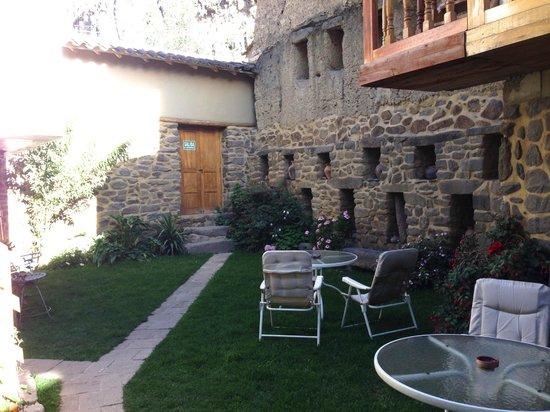 Tikawasi Valley Hotel: Courtyard