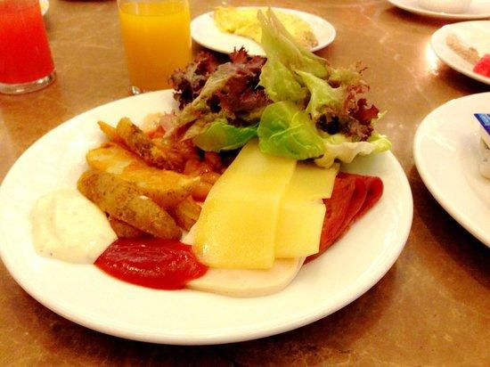 Grand Lexis Port Dickson: breakfast