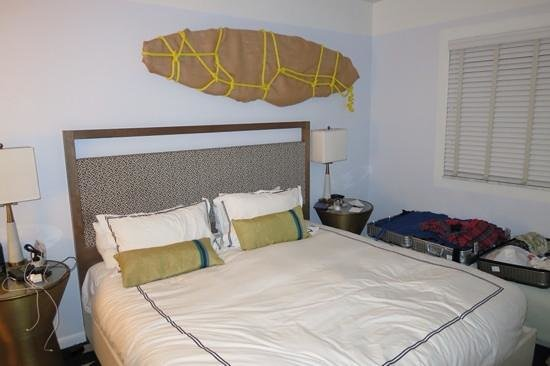 Kimpton Surfcomber Hotel: bedroom