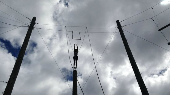 Rock`n Ropes : Mid flight for the Trapese