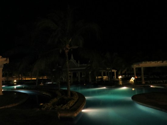 Hotel Riu Montego Bay : Pool by nite