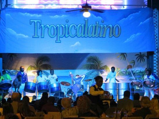Hotel Riu Montego Bay : Entertainment area - shows were good some nites