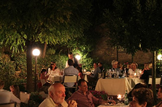 Ristorante La Grotta: Terrace at night
