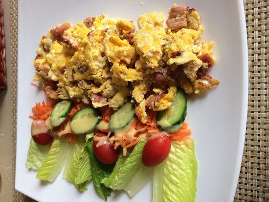 Cafe Creme: Scramble eggs with bacon