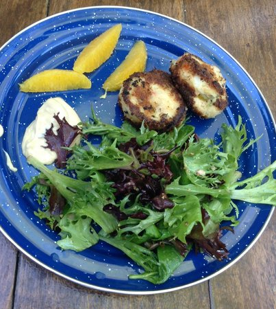 Habana Restaurant and Bar: lump crab cakes stuff w/cream cheese & diced jalapeño, w/greens & horseradish aioli--lunch appet