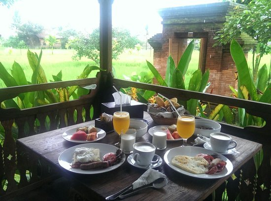 KajaNe Yangloni Private Boutique Health & Leisure Centre : Peaceful nature in room breakfast in the morning is fantastic :) Even though it was raining duri