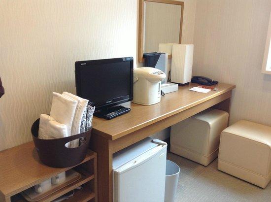 Hotel Kinki : ホテル近畿 デスク周り