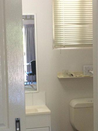 Toowong Central Motel Apartments: Bathroom